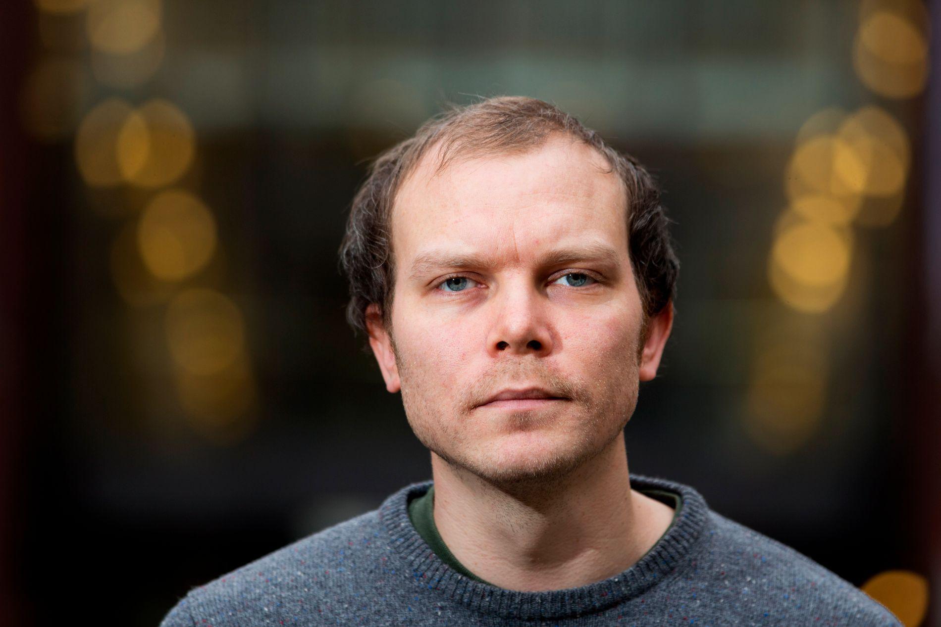 FOTNOTENES TRIUMF: Johan Harstads nye roman inntar en særstiling i hele hans forfatterskap, mener VGs anmelder.