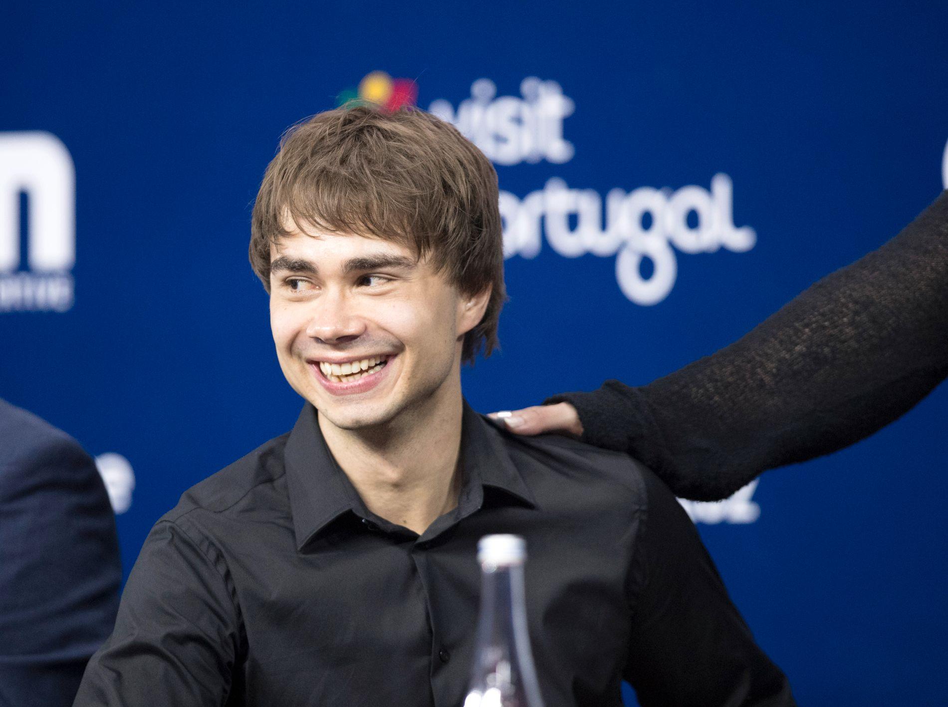 STARTER TIDLIG: Alexander Rybak synger i den første delen av MGP-finalen i morgen.
