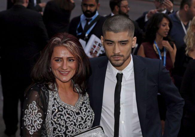ARM I ARM: Zayn Malik og moren Trishia kom sammen til en prisutdeling i London.