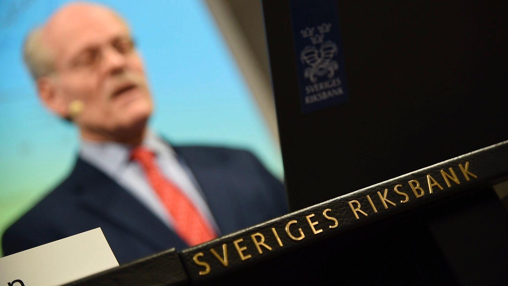 RENTEMØTE I SVERIGE: Den svenske Riksbanken vil trolig nedjustere renteforventningene på torsdag, noe som sannsynligvis svekker både svenske og norske kroner. Foto: Thommy Tengborg / TT