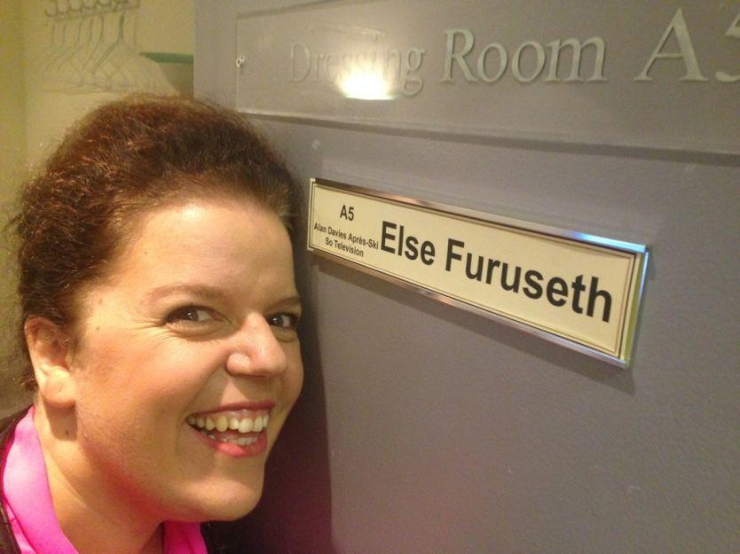GJESTEKOMIKER: Else Kåss Furuseth var på celebert komishow-besøk hos Alan Davies i BBC fredag kveld for å snakke om den norske innsatsen i Sotsji-OL. Foto: Privat