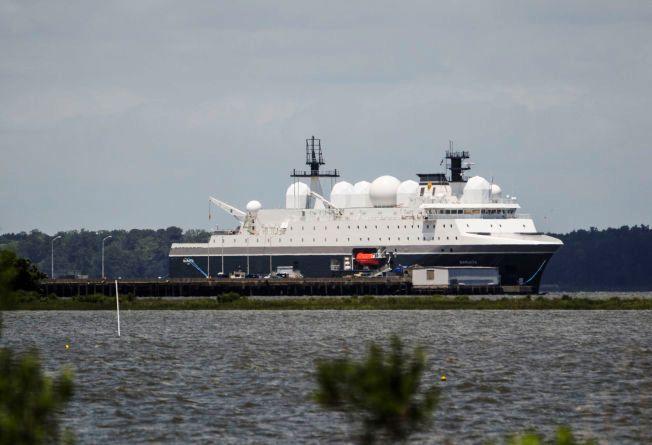 NYE BILDER: Her ligger «Marjata» fortøyd ved den amerikanske marinebasen i Virginia. Etter syv måneder er hun nå klar for oppdraget: Å overvåke russisk militæraktivitet i Barentshavet.