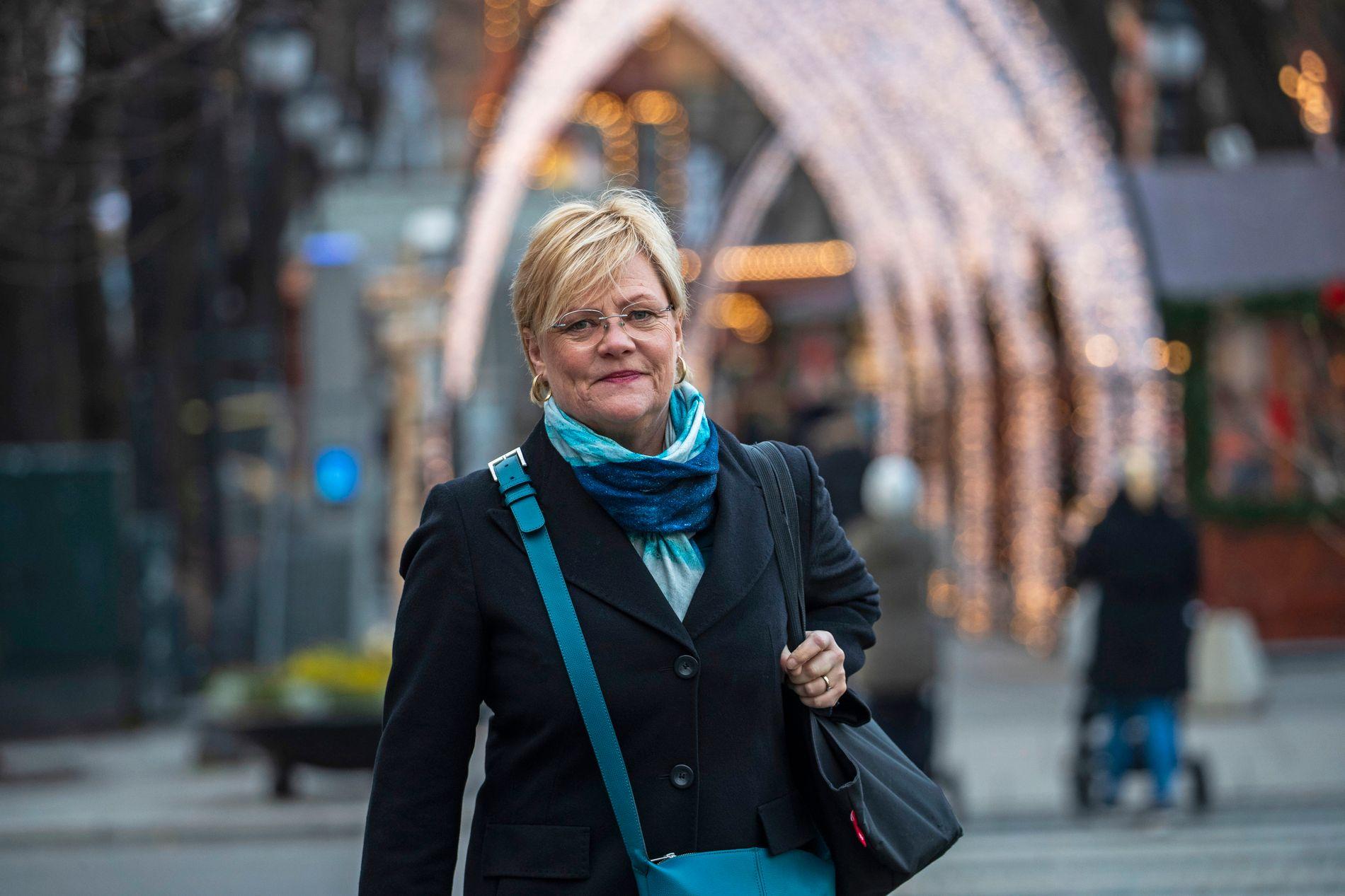 RÅD OG KATEDRAL: Kristin Halvorsen, leder av Bioteknologirådet, her fotografert foran julemarkedet på Eidsvolls plass i Oslo.