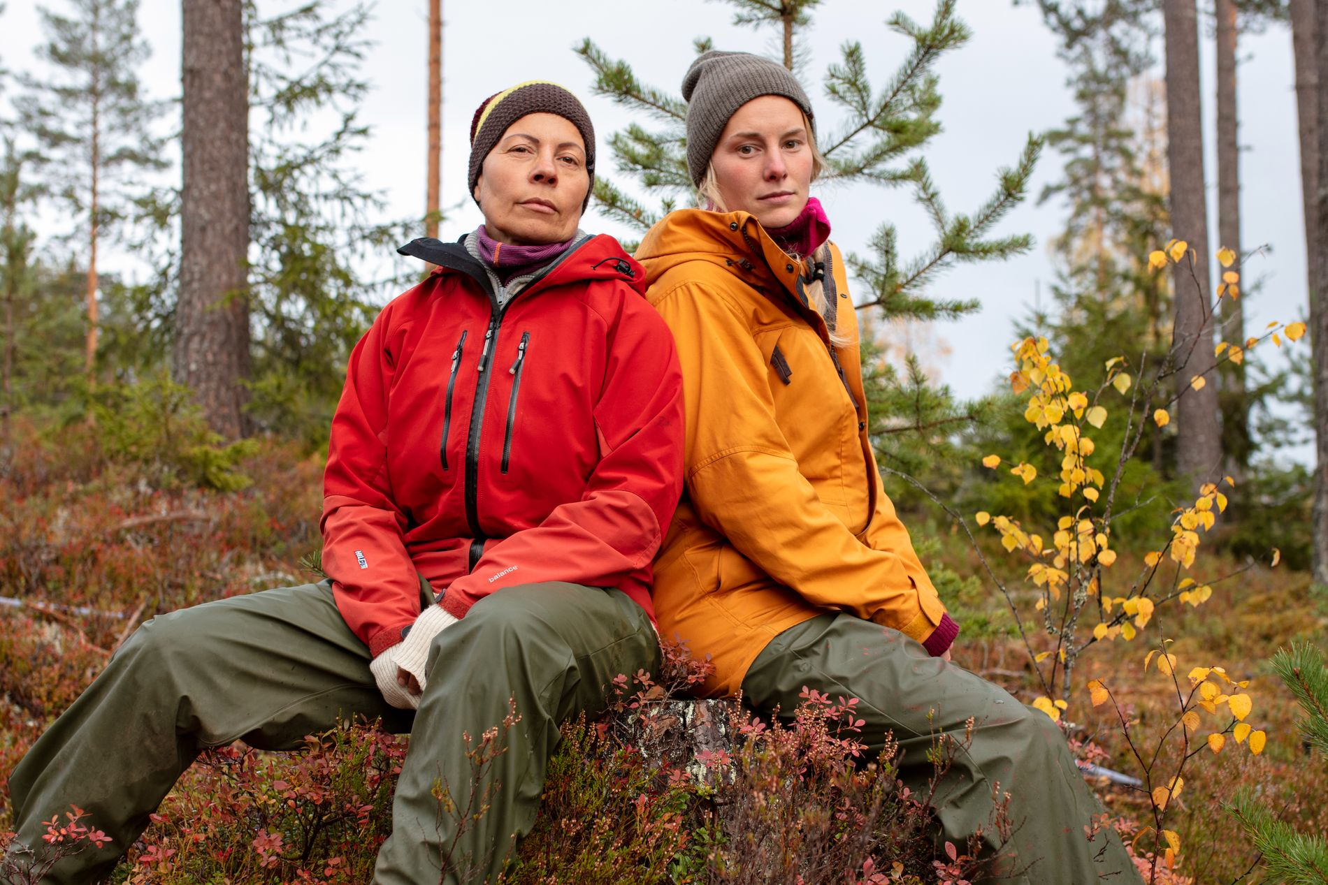 MØTTES TIL KAMP: Det var Sølvi Monsen og Lene Sleperud som måtte ut i tvekamp i søndagens «Farmen». Og det var Lene som til slutt gikk seirende ut av tautrekkingskonkurransen.