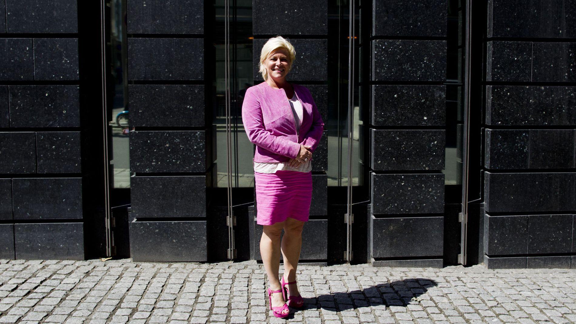 PENGENE FLYTER: Finansminister Siv Jensen rår over et stadig større oljefond.