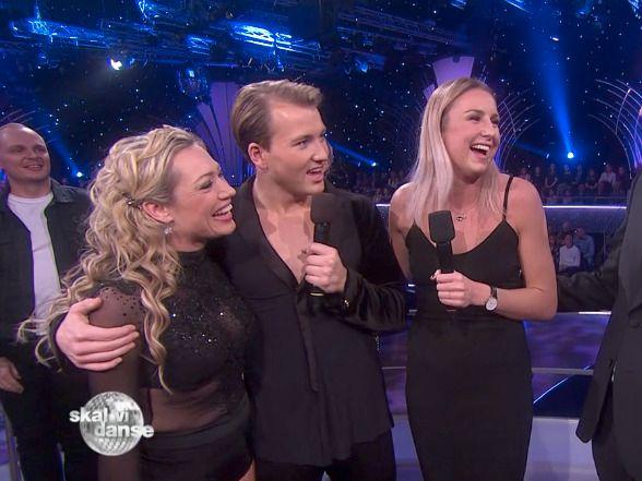 PÅ TV: Grunde Myhrer med dansepartner Ewa Trela og kjæreste Vilde Bjørnsen til høyre under «Skal vi danse»-semifinalen.