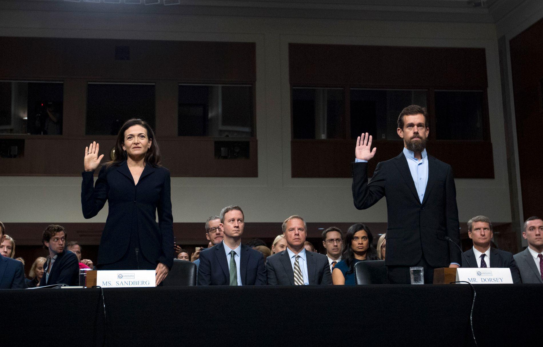 Facebook-sjef Sheryl Sandberg og Twitter-direktor Jack Dorsey stiller i dag på en høring i den amerikanske Kongressen for å svare på hvordan plattformene deres ble brukt av utenlandske krefter.