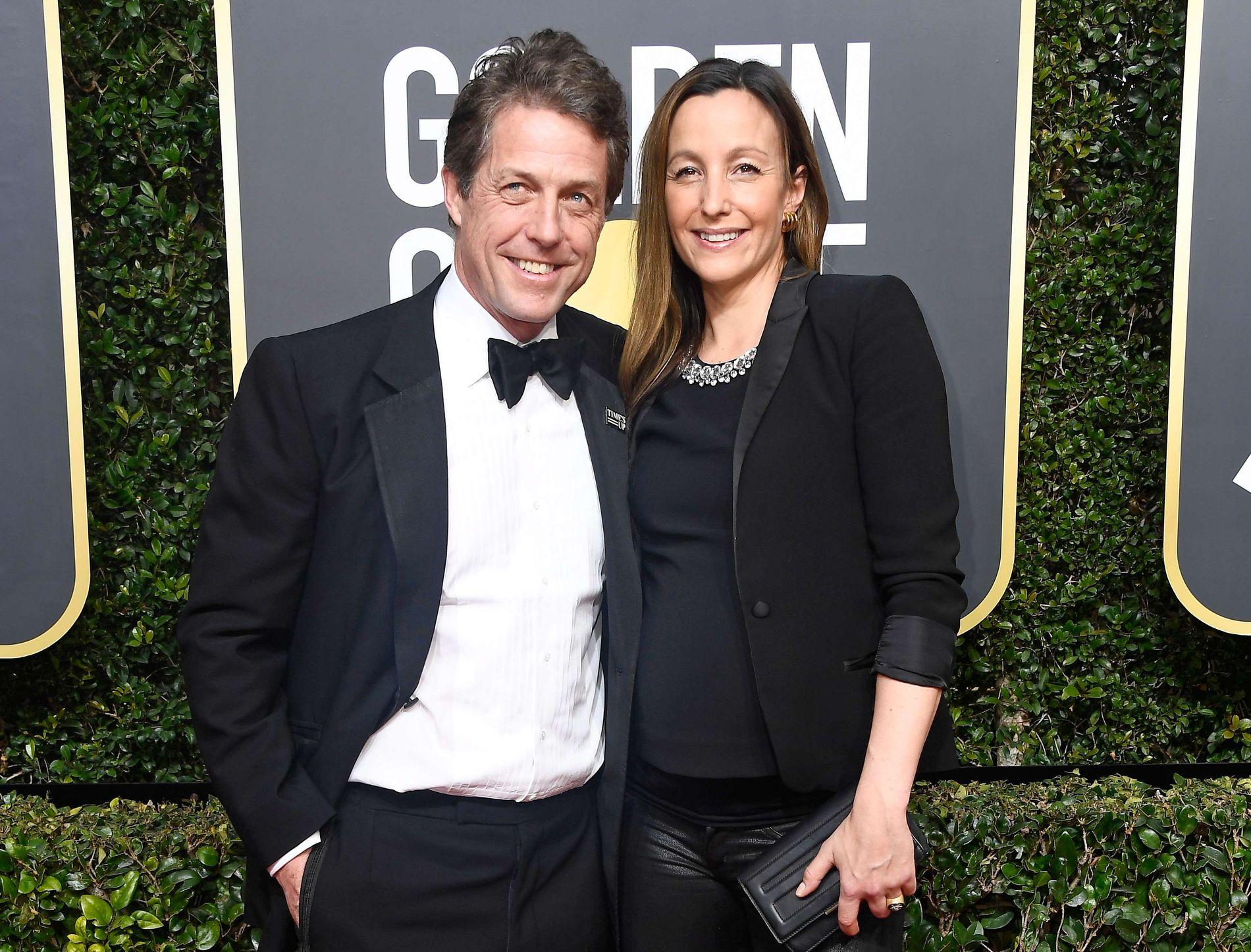 RØD LØPER: Hugh Grant og Anna Eberstein i Los Angeles søndag.