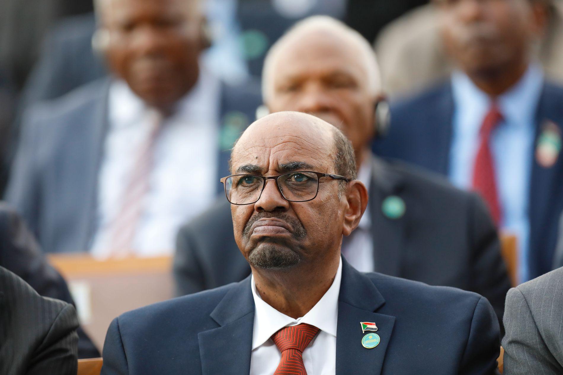 Demonstrasjonene som startet som en protest mot økte brødpriser for over en uke siden, kan true Sudans president Omar Bashirs nesten 30 lange grep om makten.