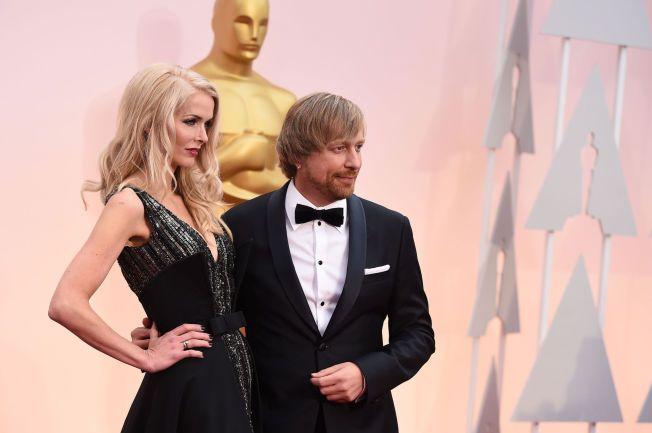 POSERTE RUTINERT: Janne og Morten Tyldum på vei til Oscar-showet i Los Angeles.