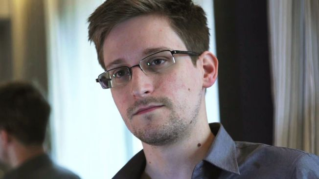 I SKJUL: Dette bilde av Edwards Snowden ble tatt 6. juni 2013, under et intervju med The Guardian. Snowden lekket informasjon til den britiske avisen og amerikanske The Washington Post samtidig, før han rømte via Hong Kong til Russland.
