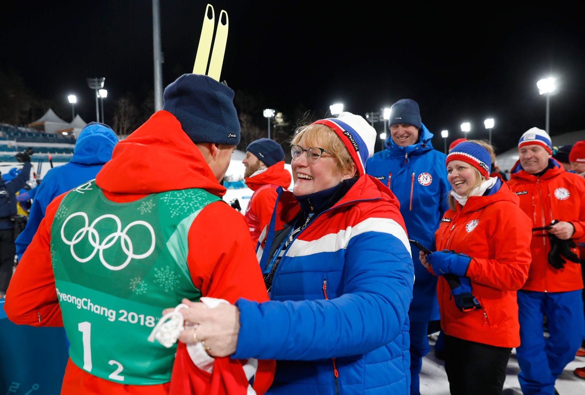 AVVENTENDE: Kulturminister Trine Skei Grande gratulerer Johannes Høsflot klæbo med sprintgullet i Pyeongchang, men vil foreløpig ikke flagge noen støtte til et nytt Lillehammer-OL.