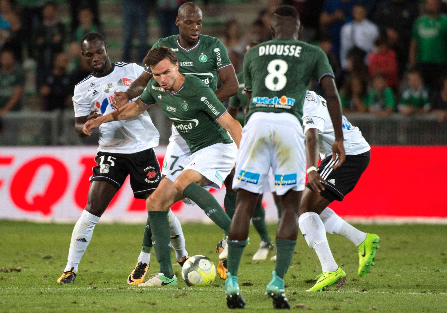 OLE-OPPTUR: Ole Selnæs (i midten), her under kamp mot Amiens den 19. august, har fått en strålende start på den franske sesongen.