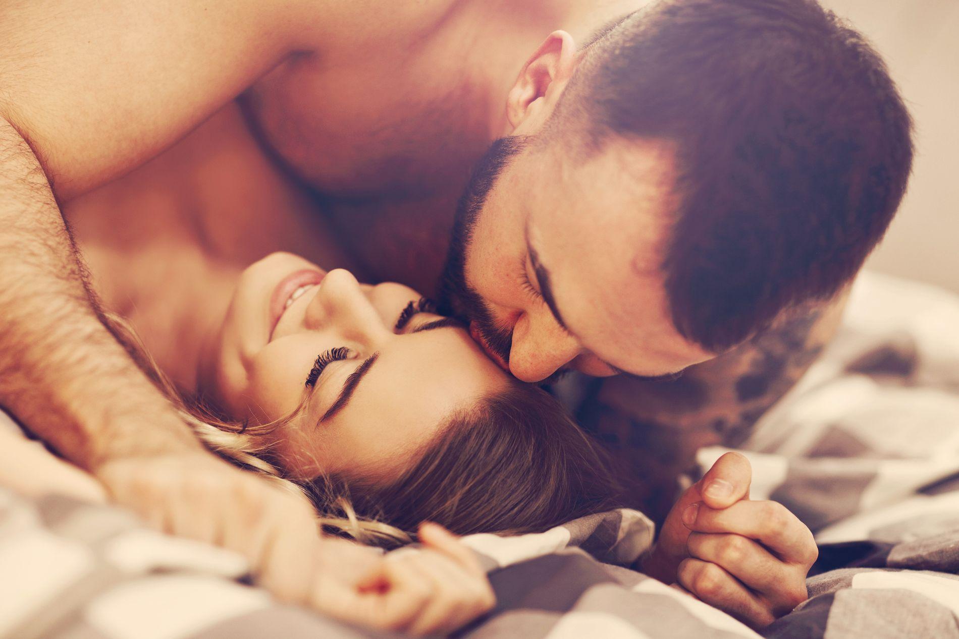 John Gottman har forsket på par i over 40 år. I sin nye bok har han lagt frem en formel for hvordan du med en handling kan øke antall ganger du og partneren din har sex.