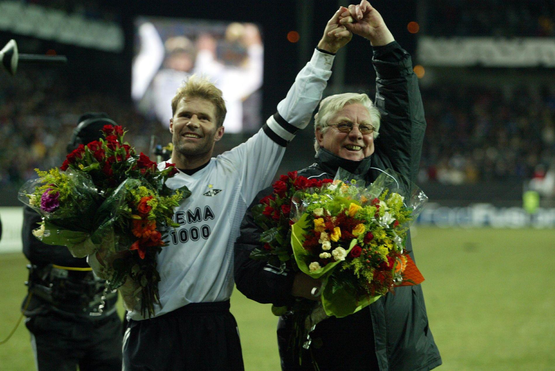 KAPTEIN/TRENER: Bent Skammelsrud og Nils Arne Eggen mottok kraftig hyllest av Lerkendal-publikumet da de begge ga seg i Rosenborg etter kampen mot Lyon 12. november 2002.