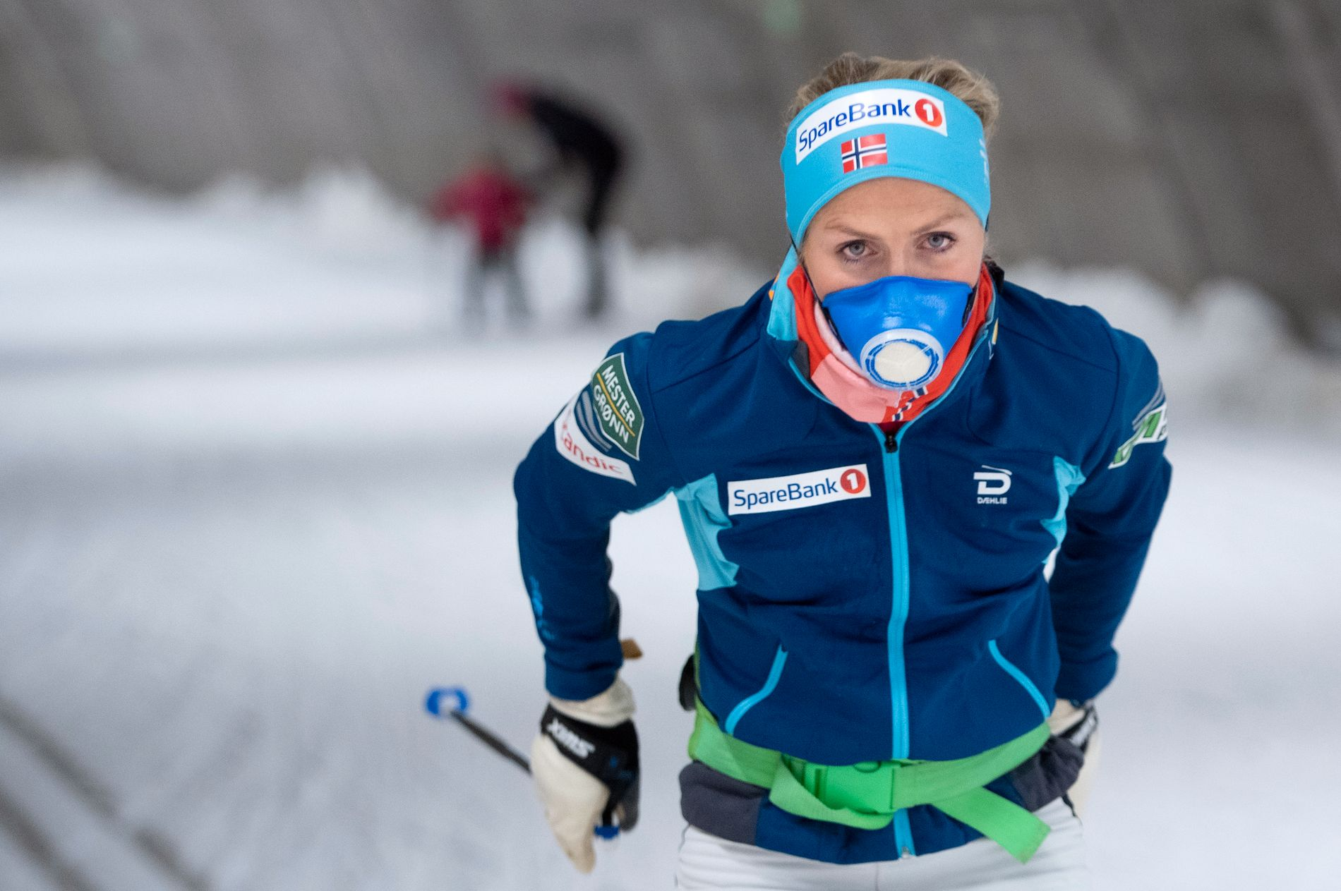LETTET: Therese Johaug under treningsøkt i skitunellen i Torsby denne uken.