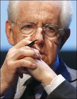 FRYKT: Avtroppende statsminister Mario Monti frykter Silvio Berlusconis forføreriske fløytespill. Foto: Reuters