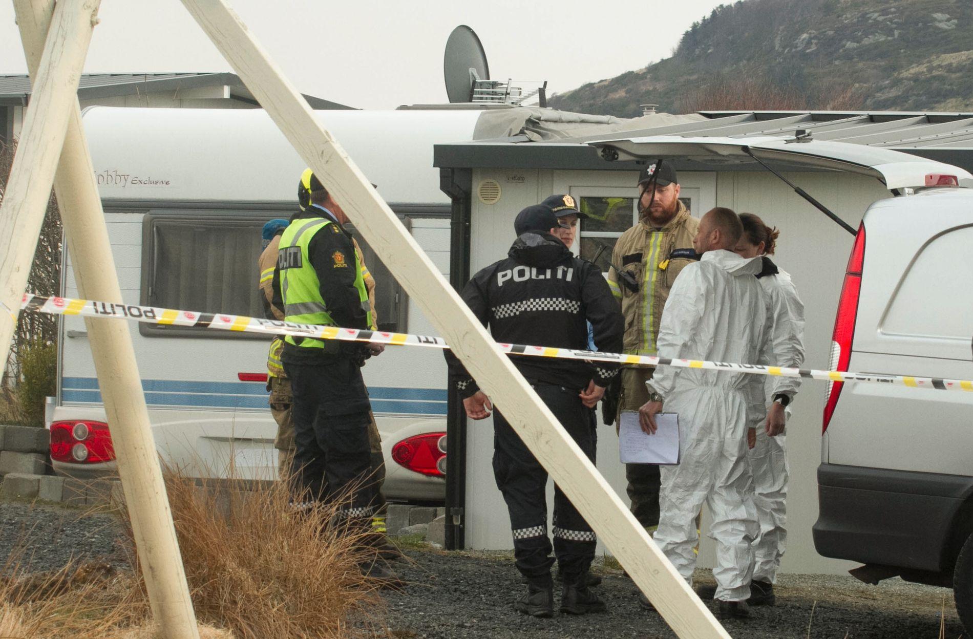 Campingvognen var overtent da nødetatene kom til stedet. Tre personer er bekreftet omkommet etter brannen.