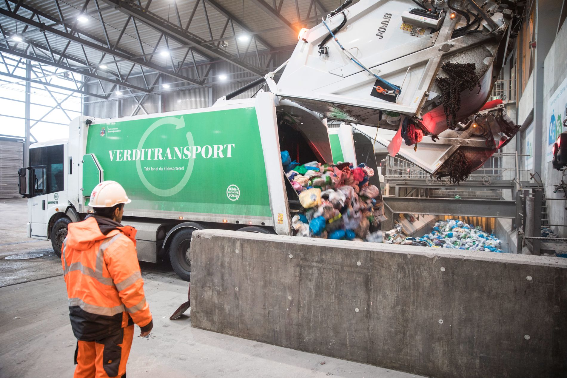 SØPPELBØBBEL: Oslo received a new supplier of renovation services on 3 October 2017. The former supplier, Veireno, had major problems with the collection of the waste. Here a car from Veireno in the Haraldrud treatment plant in January 2017.