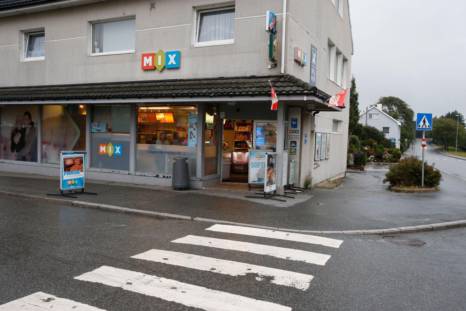 SAMLINGSSTED: Mix-kiosken på Varhaug er et populært samlingssted for mange unge.
