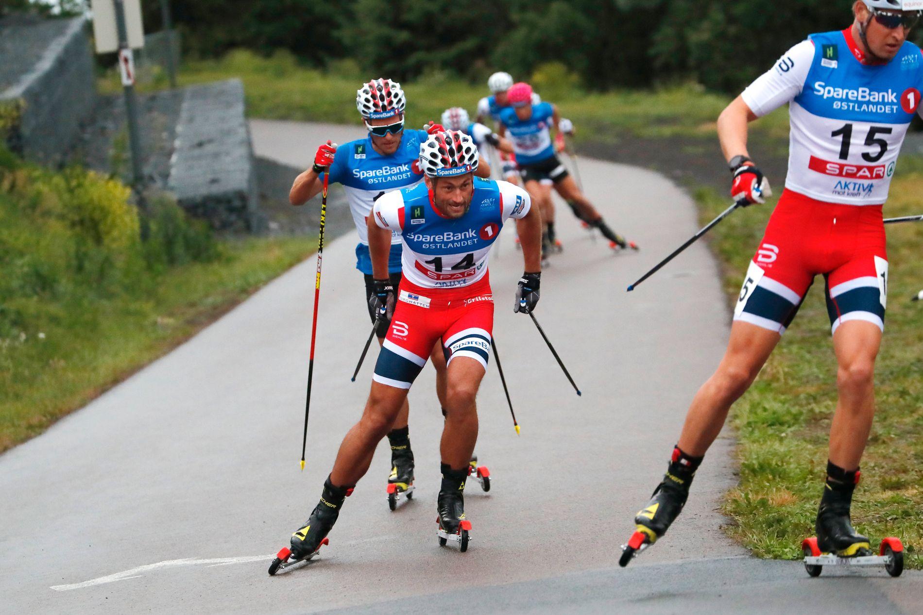 – TRENINGSØKT: Det sa Petter Northug etter at rundt 15 kilometer, både prolog og jaktstart, var unnagjort i rulleskiløypa i Holmenkollen under Oslo Skishow torsdag.
