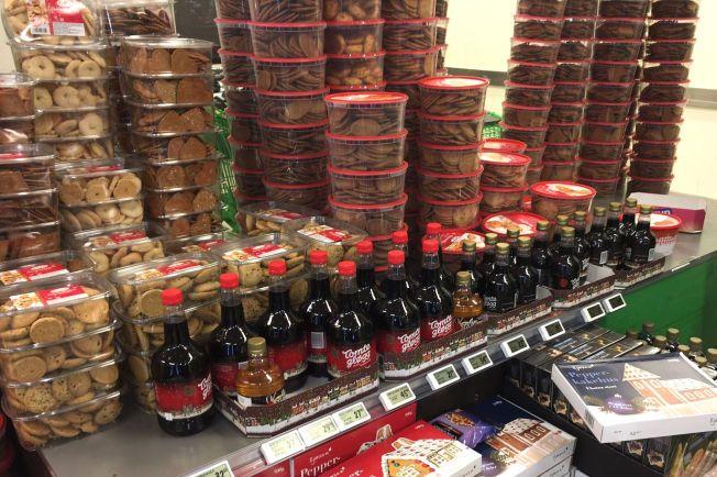 PRISKRIG: Lavpriskjedene selger nå pepperkakebokser for én krone. Til VG forteller de at konkurransen om å være billigst fører til at prisene presses til det ekstreme.