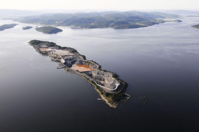 DEPONI: Her på Langøya ønsker regjeringen å lagre radioaktivt avfall fra en nedlagt gruve i Telemark - mot eierens vilje.