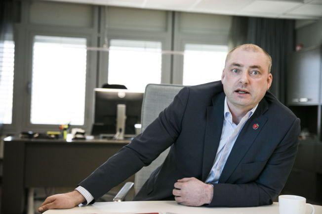 PÅ KRIGSSTIEN: Arbeids- og sosialminister Robert Eriksson (FrP) er lei av at utenlandske aktører lurer norske entreprenører.