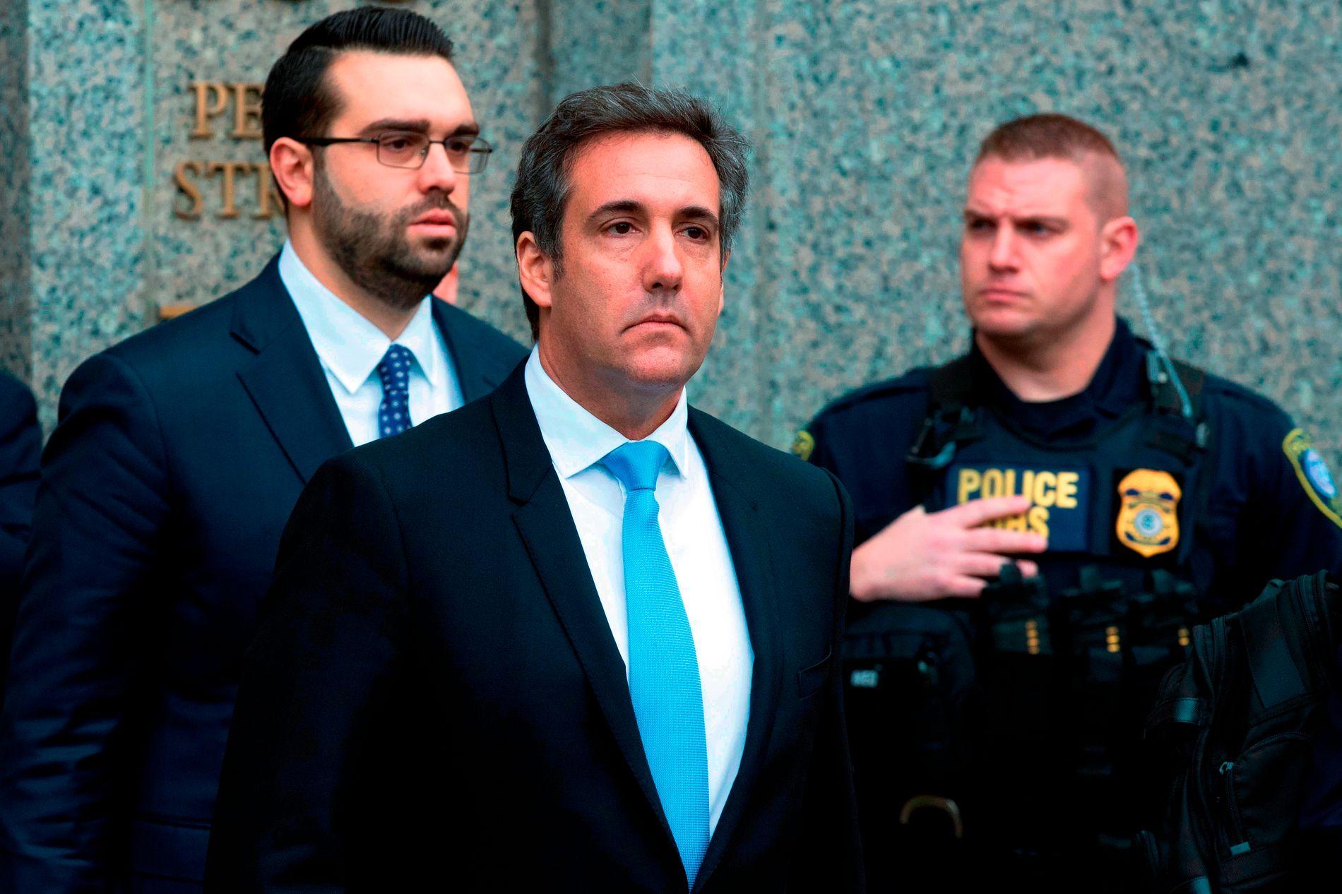 Michael Cohen, privatadvokaten til president Donald Trump, på vei ut fra en domstol i New York tidligere i april.  Foto: Mary Altaffer / AP / NTB scanpix