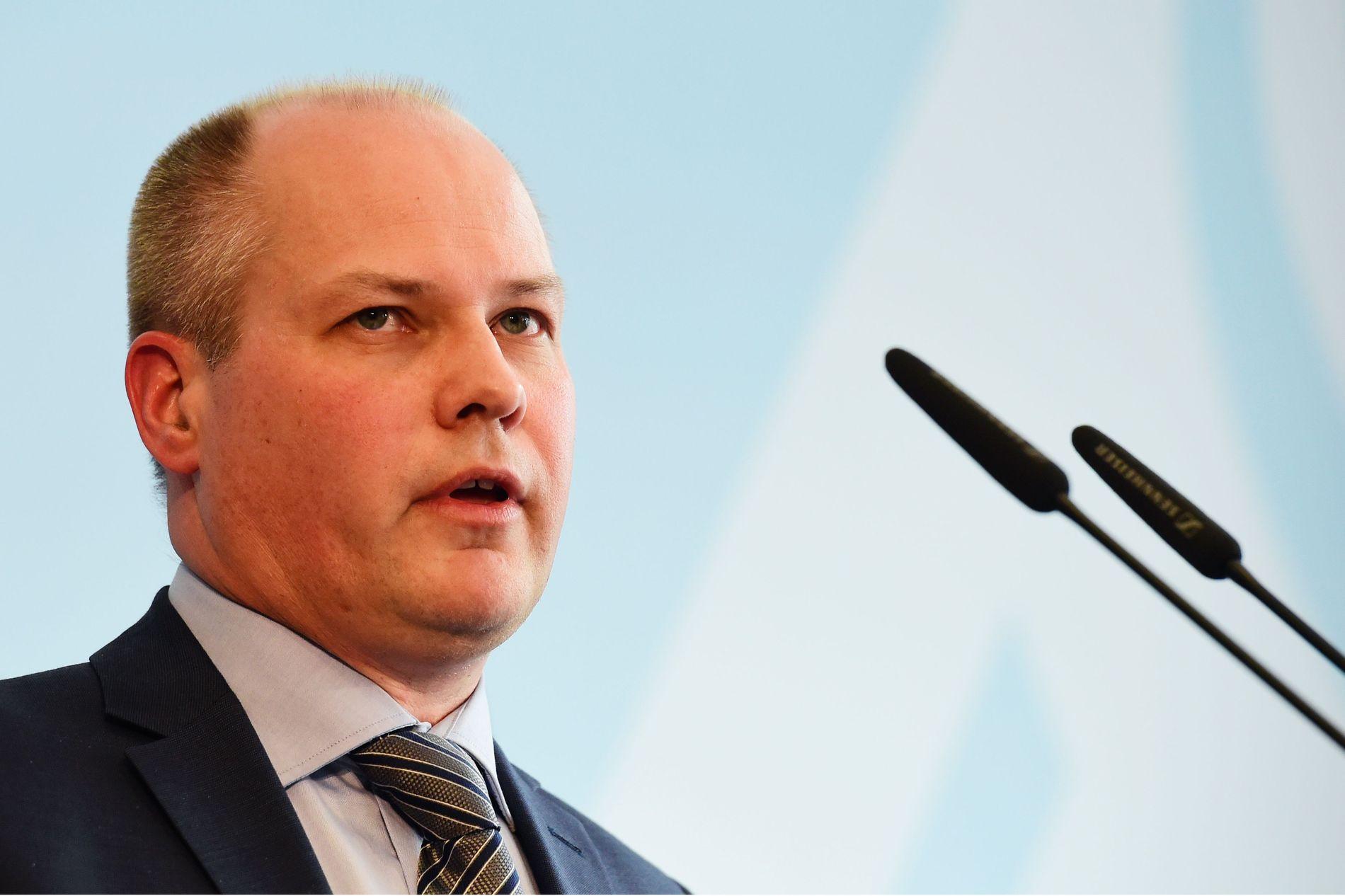 FORBANNET LEI: Justisminister Morgan Johansson er lei av brannstifterne som har herjet i Sverige i Sommer.