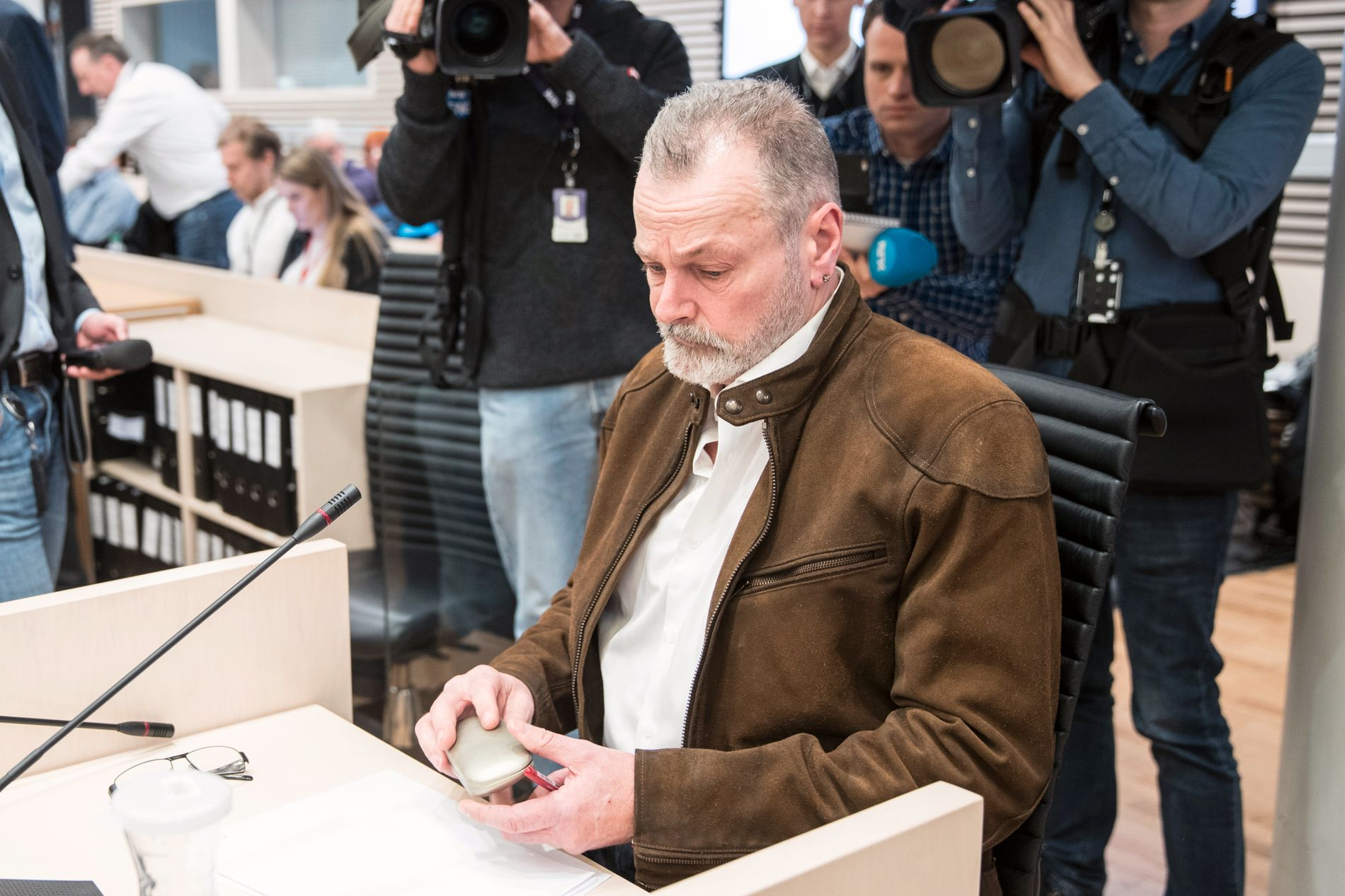 FØRST UT: Her er Eirik Jensen i vitneboksen i tingretten. Han skal forklare seg først av de to tiltalte i ankesaken.