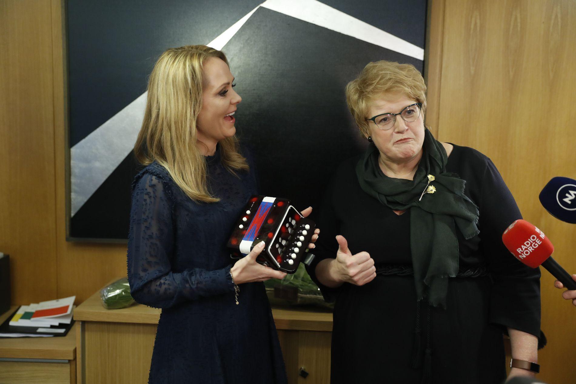 FORTSETTER LINJEN: Trine Skei Grande har erstattet Linda Hofstad Helleland som kulturminister, men kravet til åpenhet i idretten består.