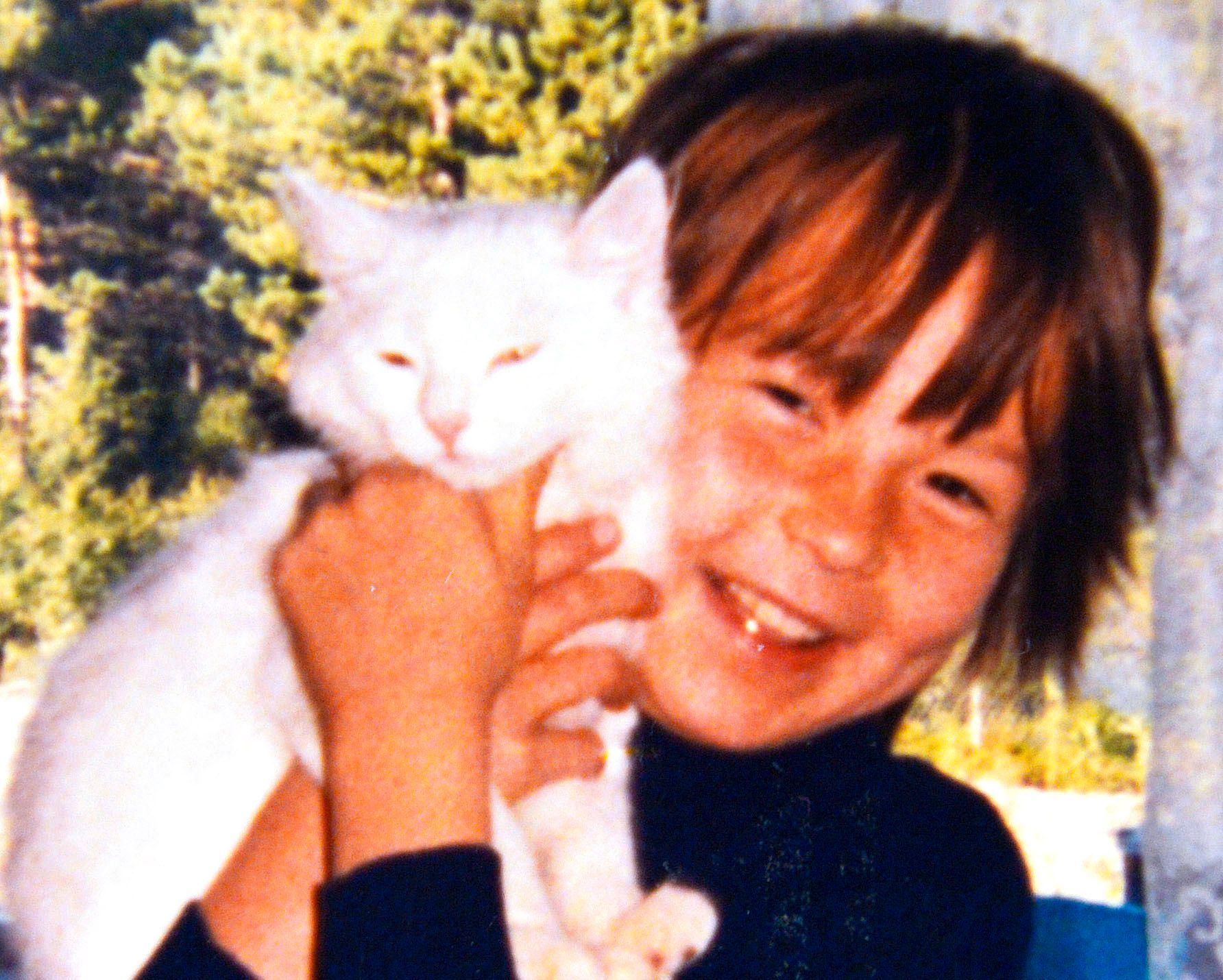 «LIV» (6): Noen år etter at dette bildet ble tatt, ble faren dømt for grove overgrep mot henne og flere andre barn i det samiske nærmiljøet.