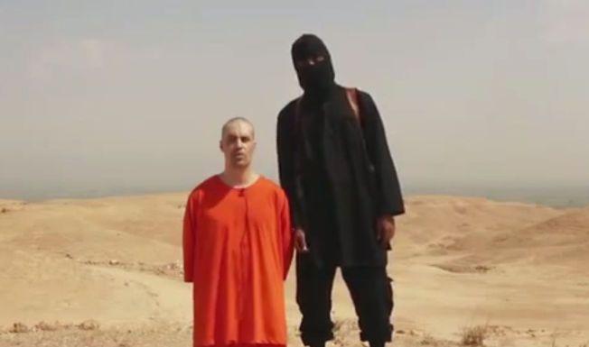 LA UT VIDEO: Bilde fra videoen som angivelig viser henrettelsen av den amerikanske journalisten James Foley.