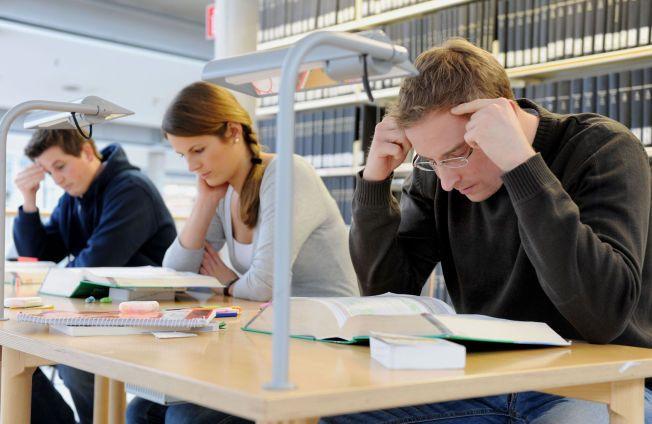 LESETID: Mange tenker kanskje på studietiden som en god periode av livet, med mye frihet, utfoldelse, fest og moro. En fersk, stor undersøkelse slår sprekker i dette bildet.