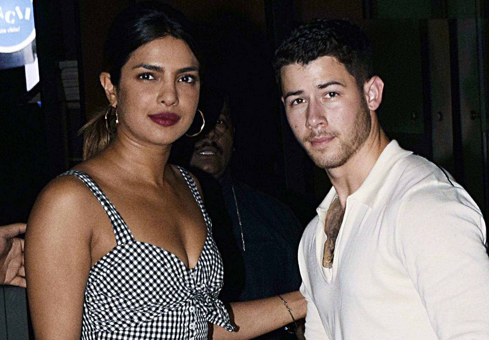 VIRVELVIND-ROMANSE: Priyanka Chopra og Nick Jonas avbildet i Mumbai i sommer.