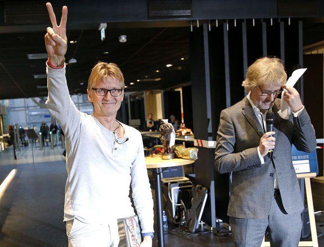 HEDRES: VGs sjefredaktør Torry Pedersen overrakte prisen for Årets navn 2014 til Mads Gilbert under en tilstelning i VG fredag formiddag.
