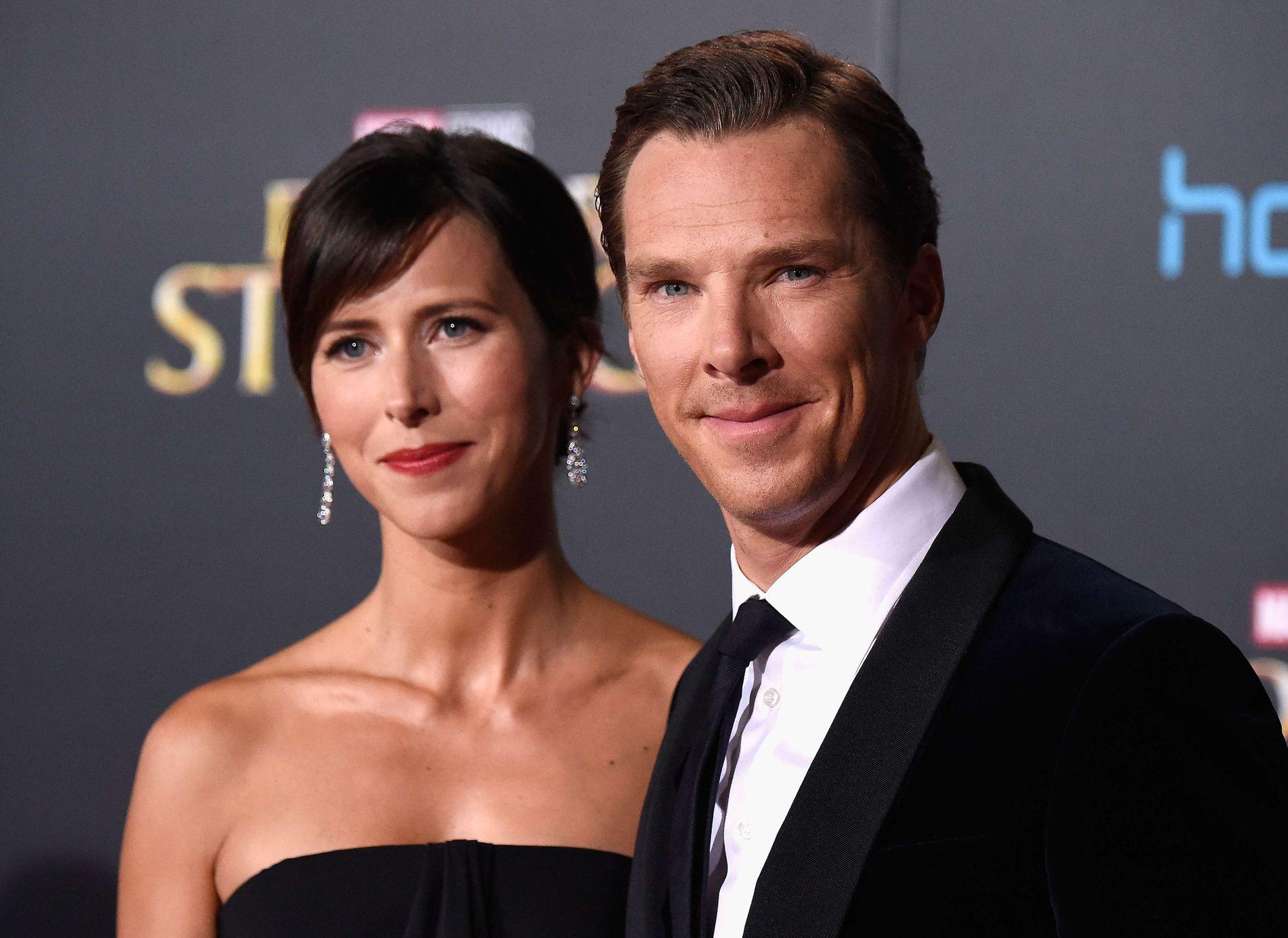 TOBARNSFORELDRE: Her er Benedict Cumberbatch og kona Sophie Hunter på premieren til «Doctor Strange» i oktober i fjor.