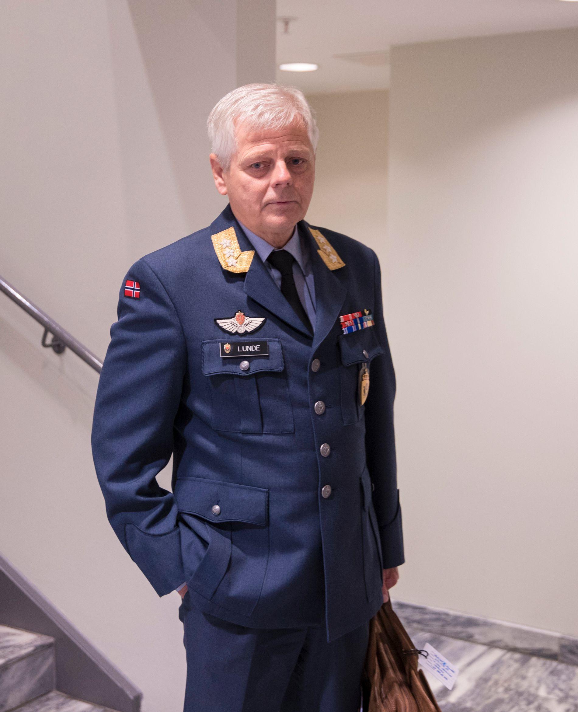 E-SJEFEN: Morten Haga Lunde på vei inn i den lukkede høringen i Stortinget mandag formiddag.