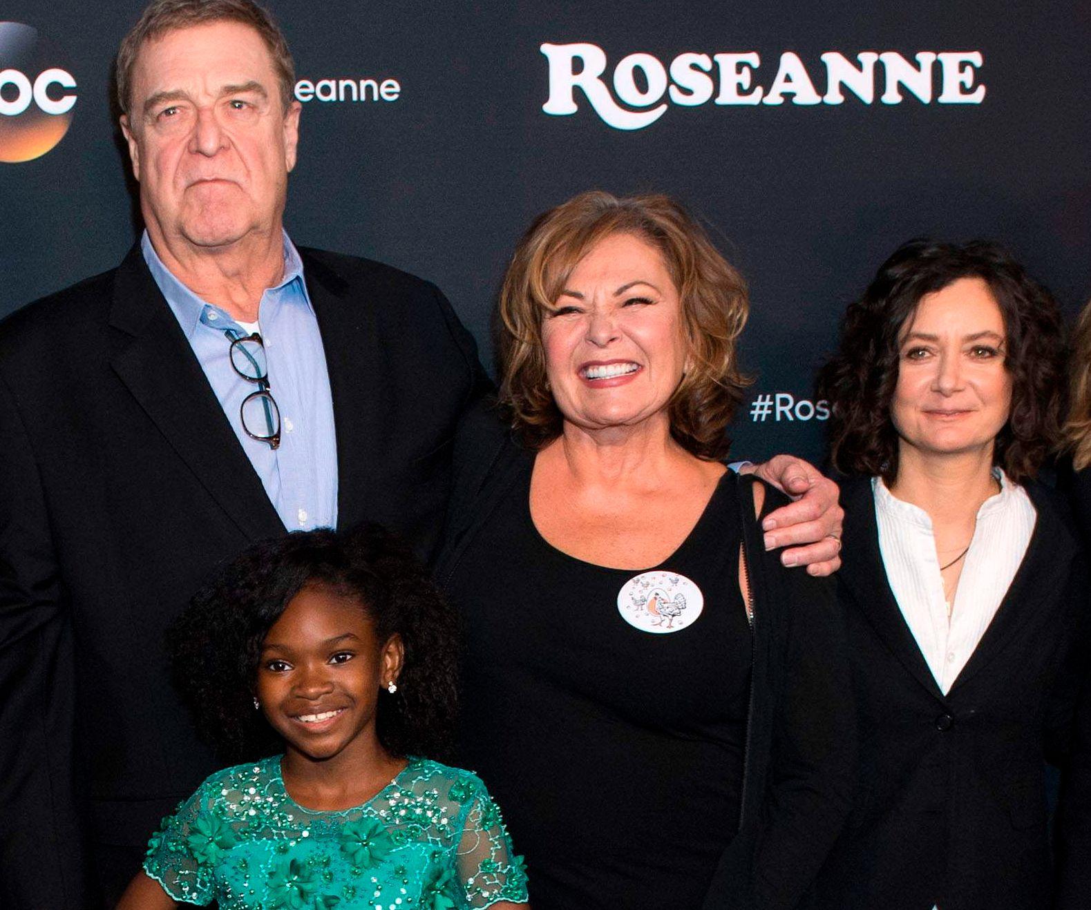 TV-TEAM: John Goodman, Jayden Rey, Roseanne Barr og Sara Gilbert på førpremieren i Disney Studios i Los Angeles i mars i år.