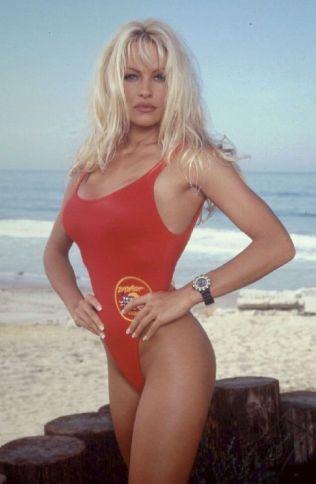 SLIK VI HUSKER HENNE: Pamela Anderson fra den gang hu spilte C.J. Parker i den populære TV-serien Baywatch.