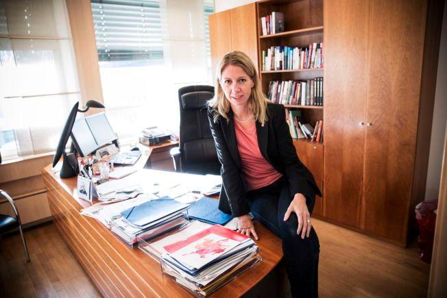 KRITISK: Mina Gerhardsen avbildet på sitt kontor i Akersgata da hun som statssekretærer skulle ut på arbeidsmarkedet.