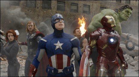 SLÅR REKORDER: Stjernene i «The Avengers» leverer inntekter superhelter verdig. Foto: Reuters.