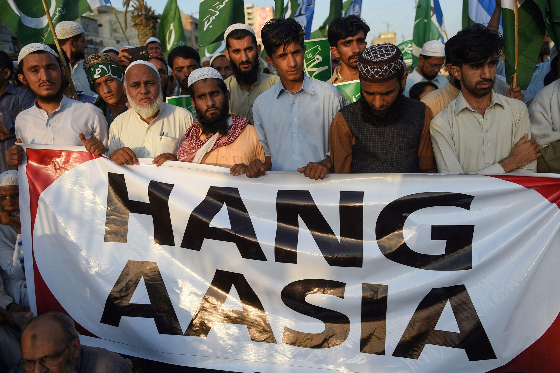 SINNE: Da det ble kjent av landets høyeste domstol opphevet dødsdommen mot Bibi, brøt det ut protester. Her fra Karachi 4. november.
