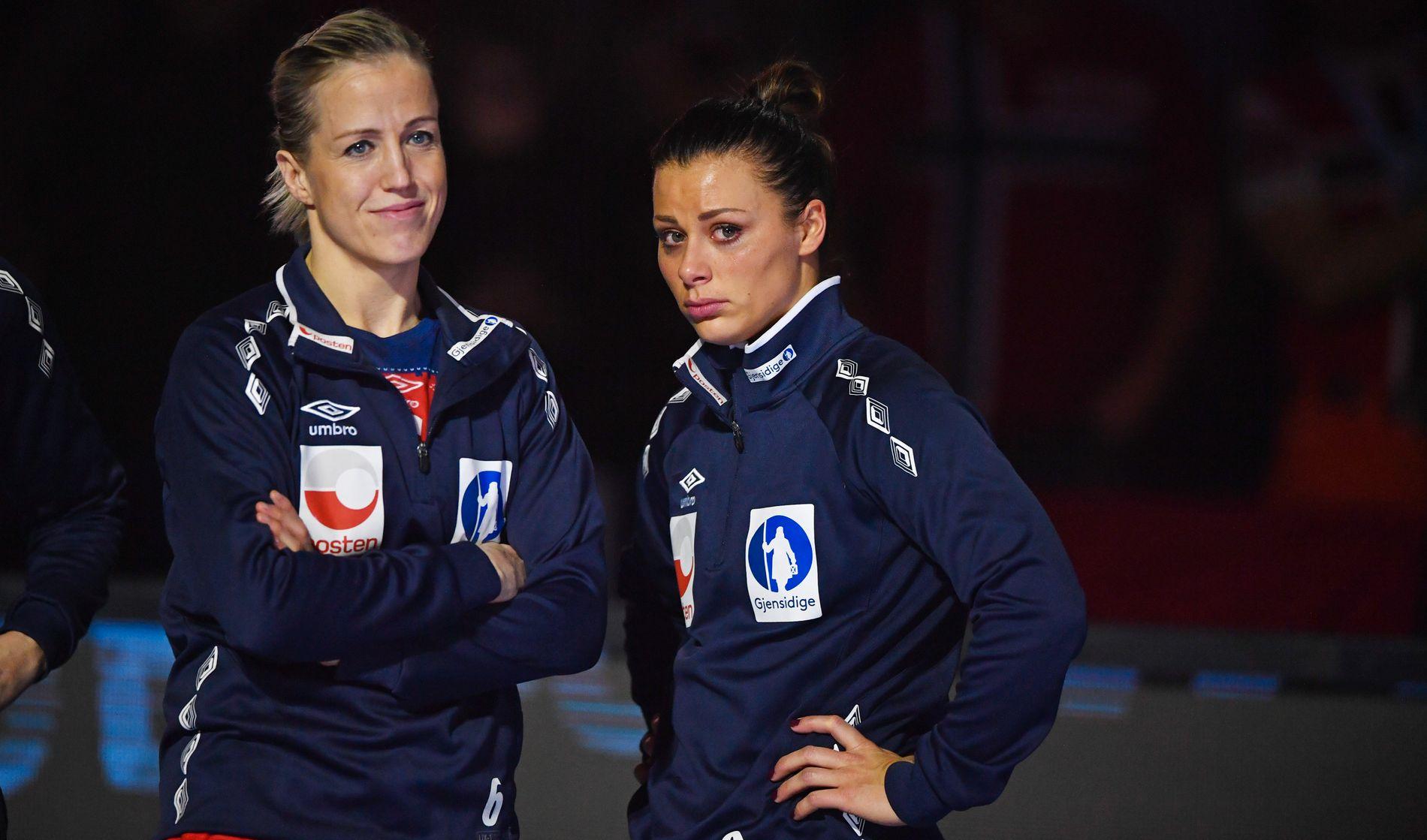 DEPPER: Nora Mørk (t.h.), her sammen med Heidi Løke fra fjorårets tapte VM-finale mot Frankrike.