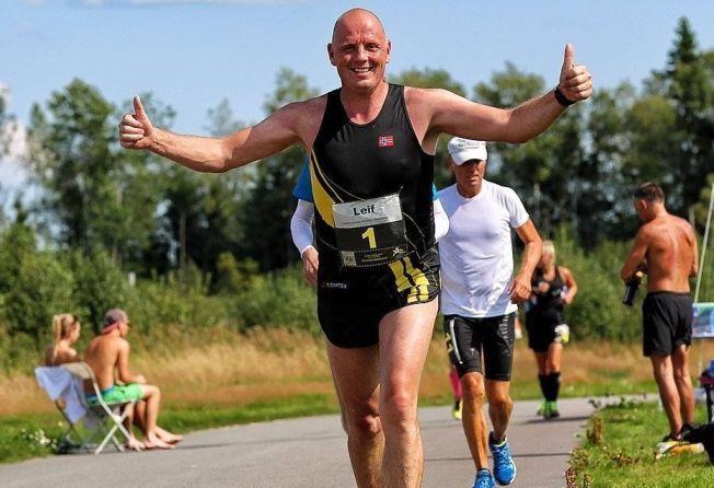 ULTRALØPER: Leif Abrahamsen (45) nektet å ta medisiner for sitt høye blodtrykk. Løsningen ble heller trening. Her under Romerike ultrafestival på Jessheim i fjor sommer.