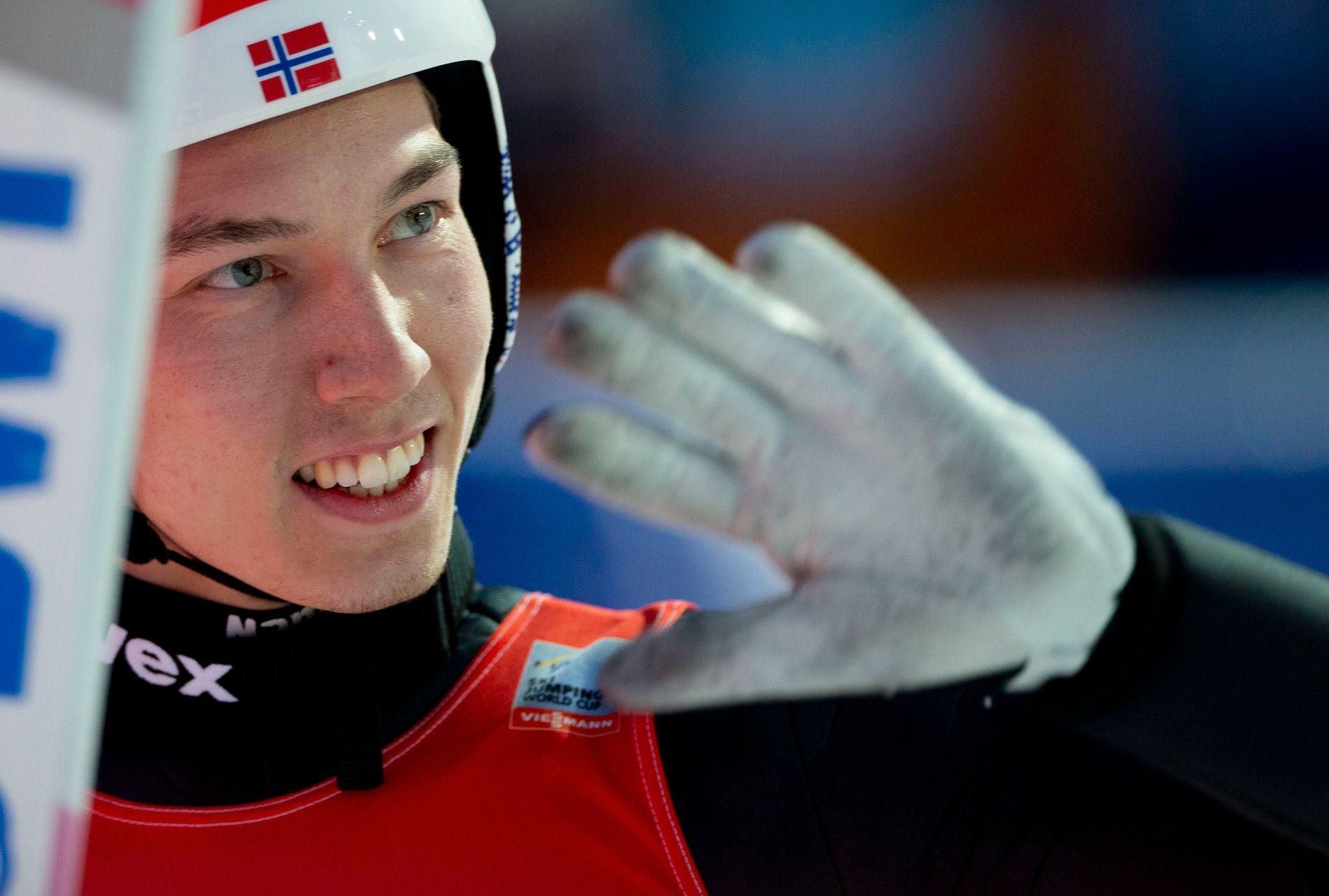 MAREN-FAN: Johann André Forfang vinket til publikum etter 230,5 meter i Oberstdorf i finaleomgangen.