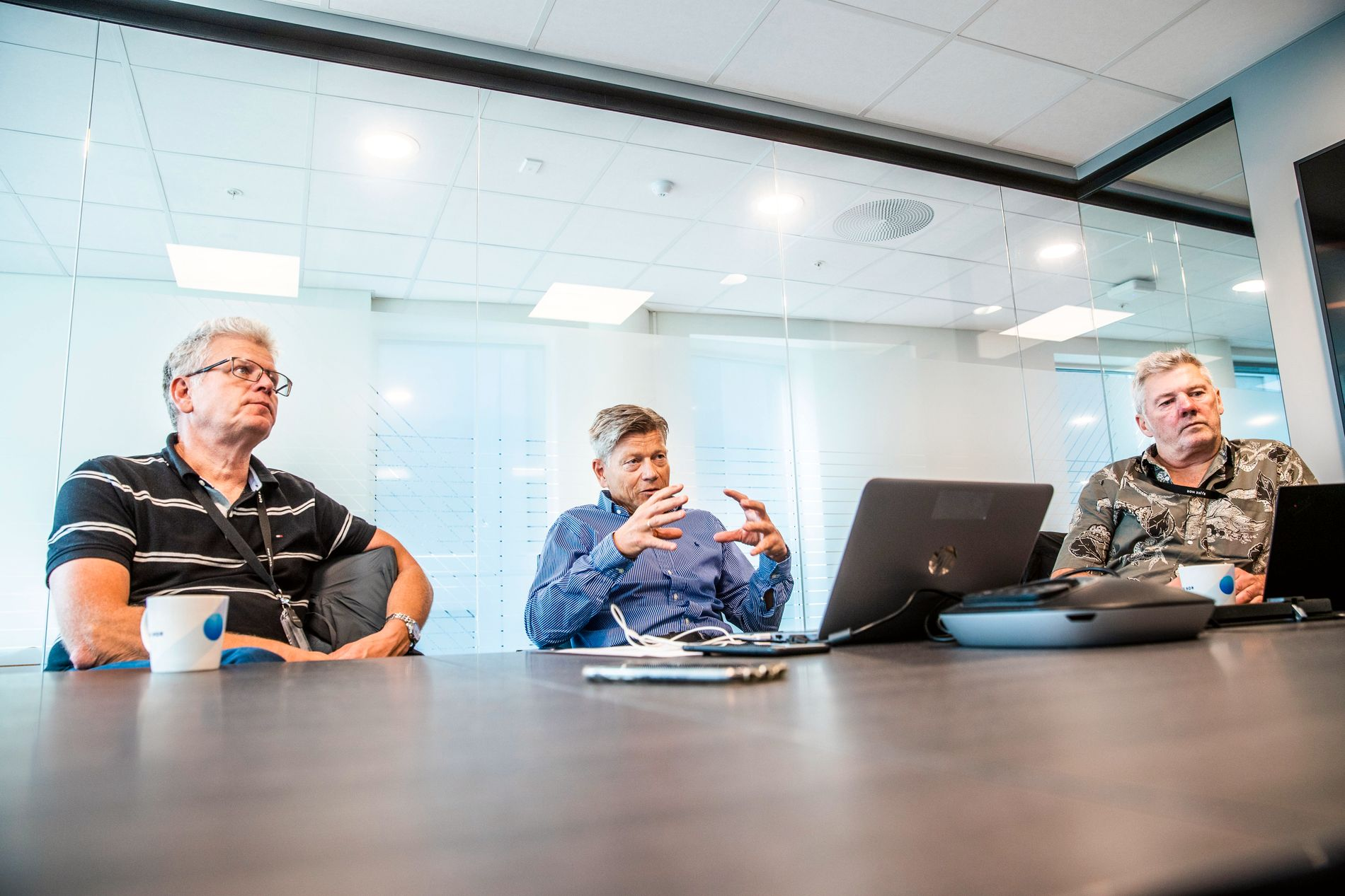 LANG TID: Snart fire måneder etter ulykken stiller flere representanter fra Bane NOR til intervju med VG. Fra venstre: Sverre Christensen (sikkerhetsrådgiver), Lars Berge (områdedirektør Oslo/Øst), Guttorm Moss (banesjef Oslo).