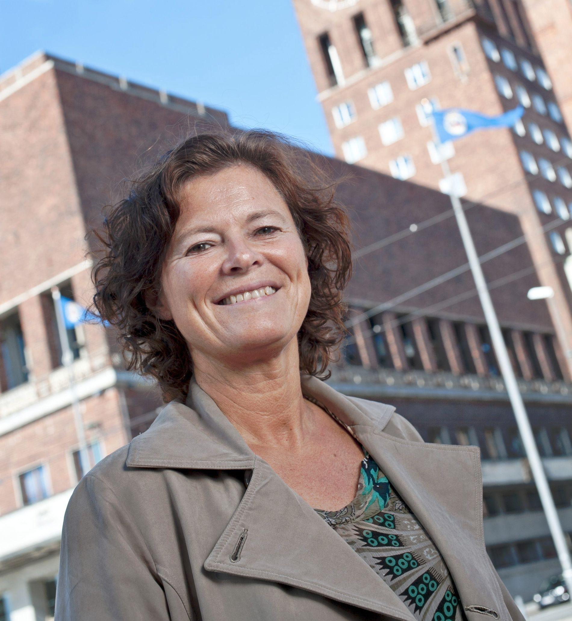 KOMMUNALDIREKTØR: Bente Fagerli er skolesjef Astrid Søgnens sjef. Hun sier at hun ikke på noen måte har påvirket innholdet i rapportene.