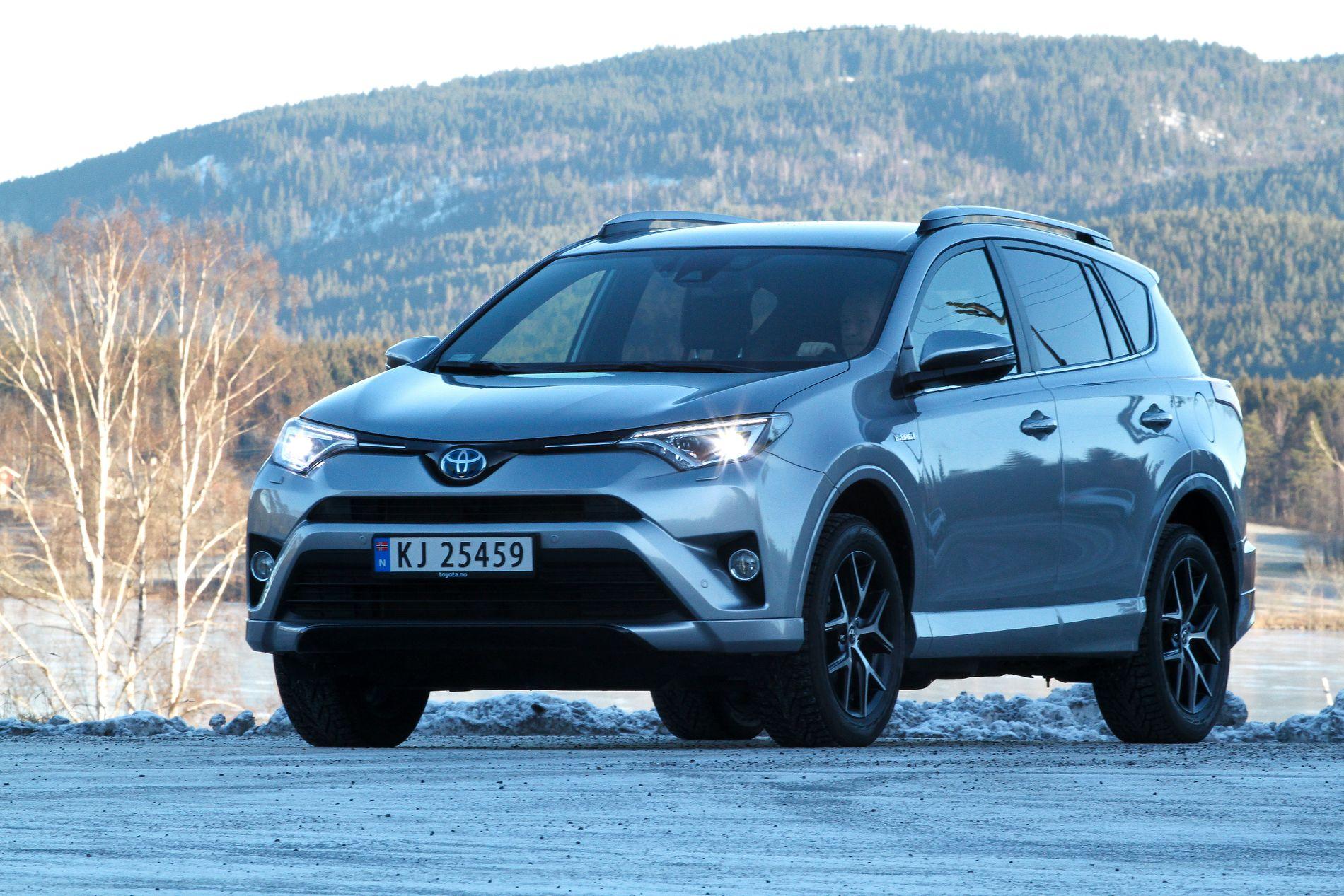 OPP I AVGIFT: Toyota RAV4 Hybrid er en av de folkelige bilene som rammes med høyere avgift i det nye forslaget til statsbudsjett.